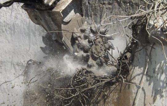 Tief durchatmen: Erkat entwickelt effiziente Staubbindesysteme für Baggeranbaufräsen
