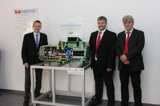 BITZER übergibt Schnittmodell an das Test- und Weiterbildungszentrum Wärmepumpen und Kältetechnik in Stutensee bei Karlsruhe