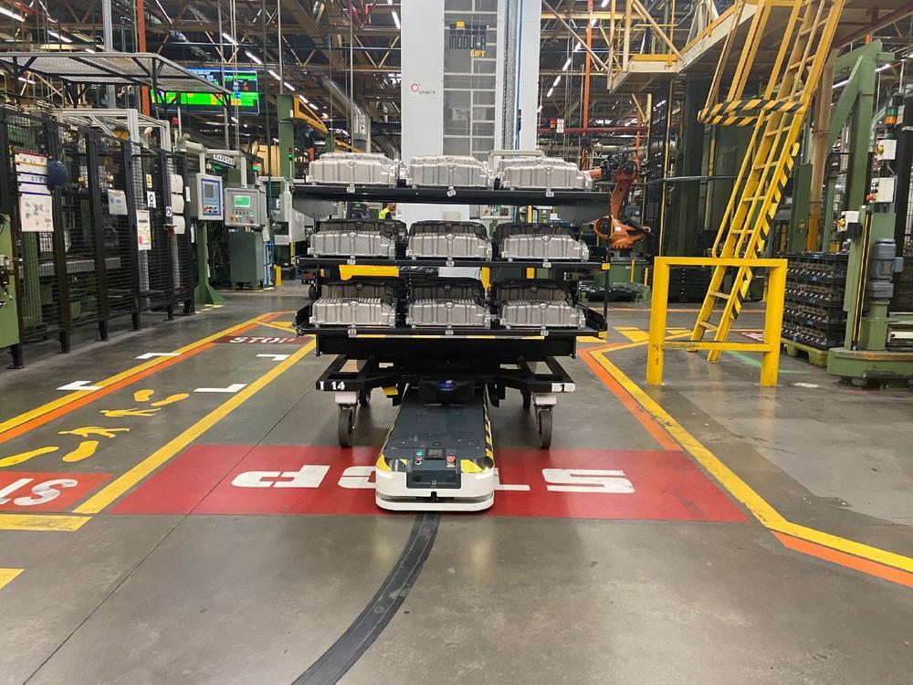 ASTI Mobile Robotics unterstützt Ford beim Umbau  ihres Motorenwerkes auf 5G Technologie