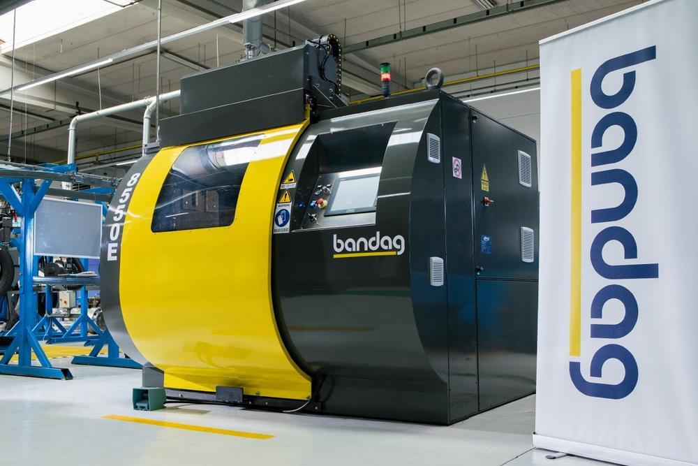 Neue vollautomatische Raumaschine Bandag Buffer 8550E